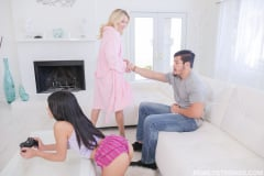 Laura Bentley - Fucking Stepmom Like Its A Game (Thumb 80)