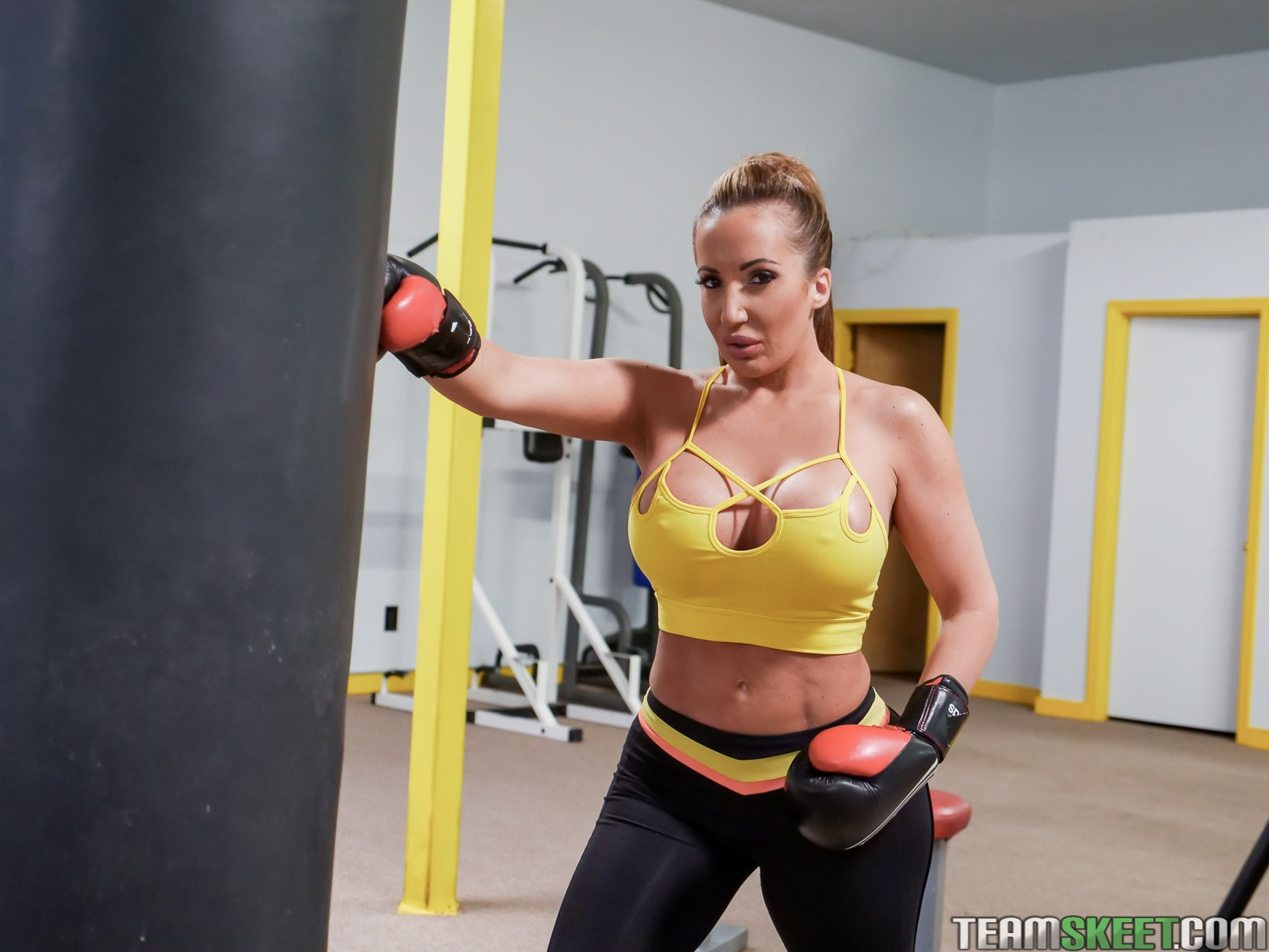 Team Skeet 'Busty Babe Goes Boxing' starring Ricelle Ryan (photo 36)