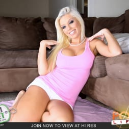 Britney Amber in 'Team Skeet' Sexy Blonde Smoking Pole (Thumbnail 1)