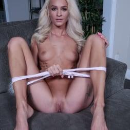 Emma Hix in 'Team Skeet' Stepsister Sex Guide (Thumbnail 24)