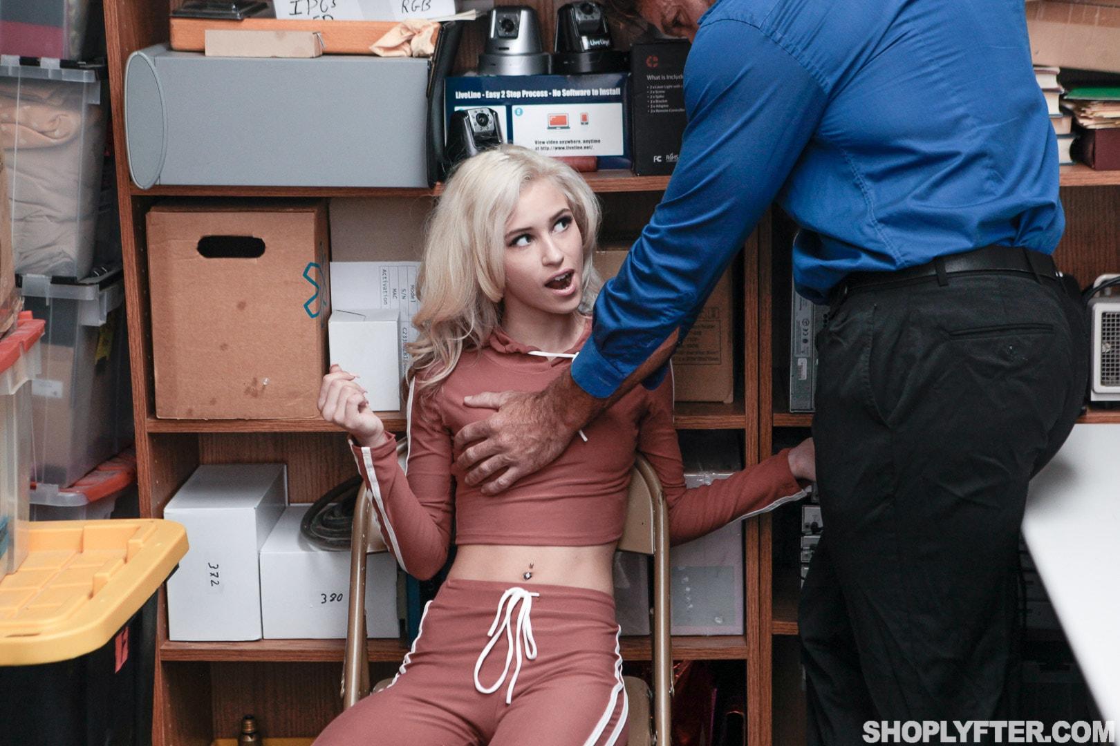 Team Skeet 'Case No. 111392' starring Kiara Cole (Photo 4)