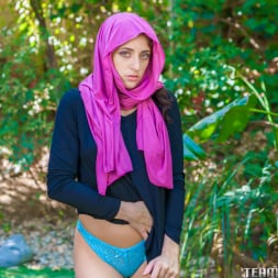 Nikki Knightly in 'Team Skeet' Horny Hijab Girl Unveils Her Asshole (Thumbnail 30)