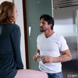 Pepper Hart in 'Team Skeet' Raunchy Redhead Family Gets Seductive (Thumbnail 77)