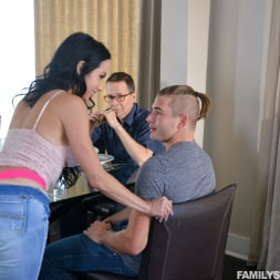 Portia Harlow in 'Team Skeet' Getting To Know My Sexy Aunt (Thumbnail 18)