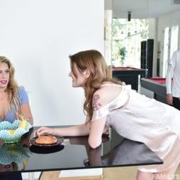 Rosalyn Sphinx in 'Team Skeet' The Sex Crazed Stepkids (Thumbnail 108)
