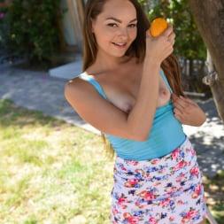 Sabrina Rey in 'Team Skeet' Orange You Glad Im So Tiny (Thumbnail 20)