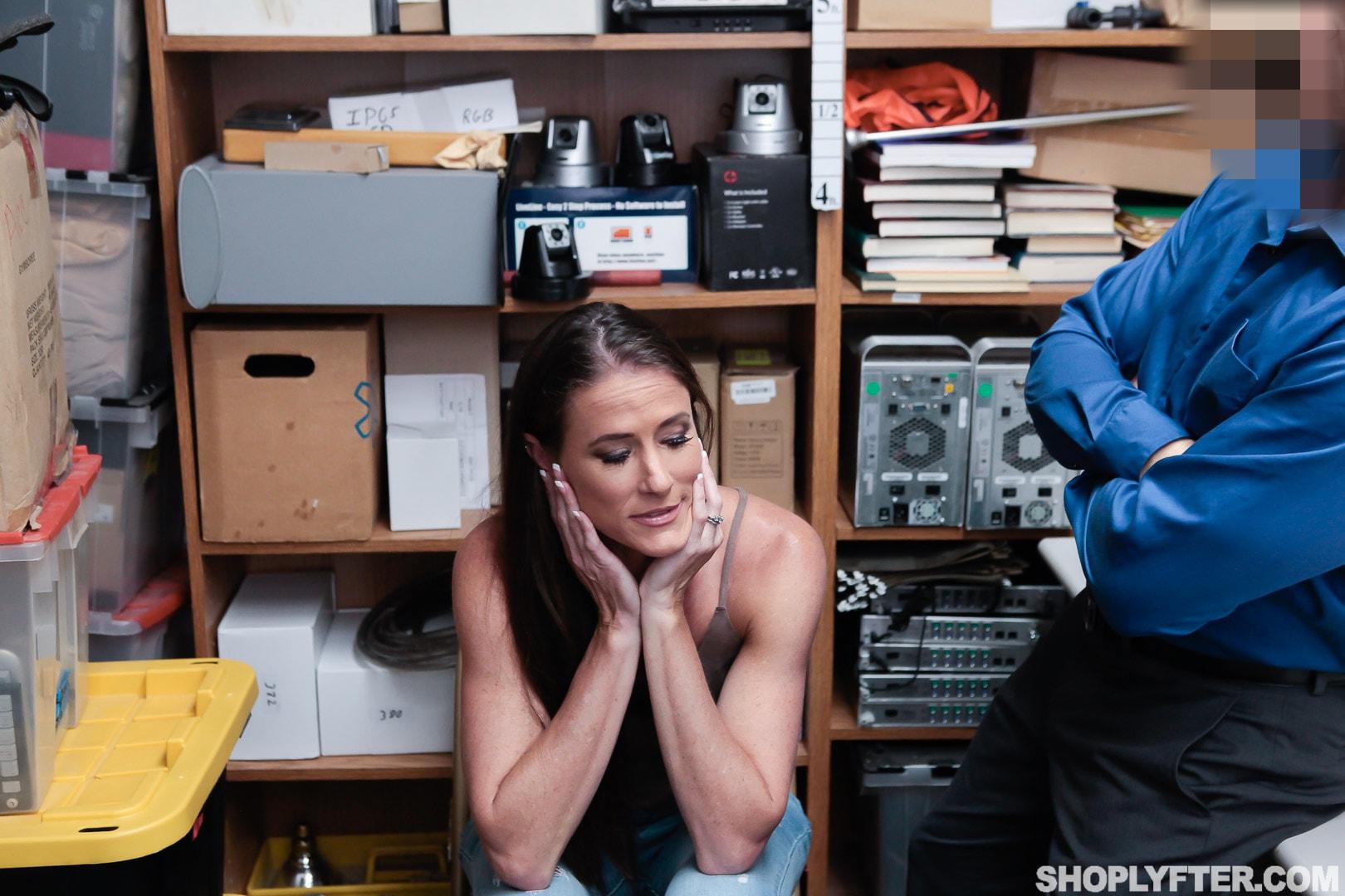Team Skeet 'Case No. 4185156' starring Sofie Marie (Photo 6)